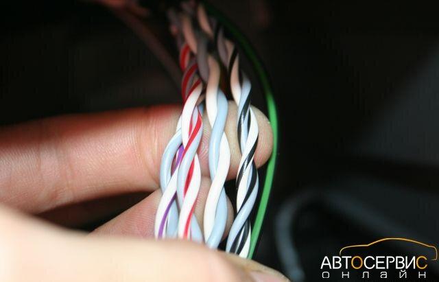 Провода, ведущие к разъему