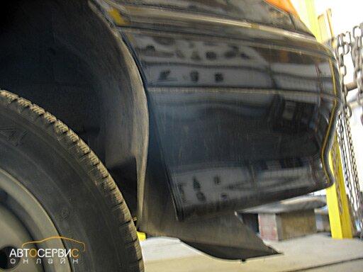 Отгибание защиты колеса для доступа внутрь бампера