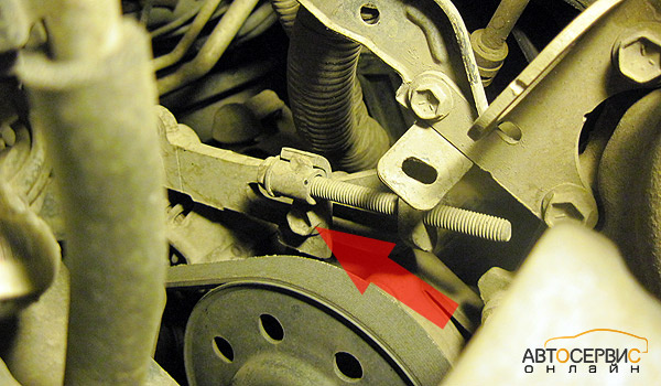 Suzuki SX4. Стопорный болт натяжителя ремня генератора